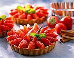 individuels tartelettes aux fraises à la crème de framboise