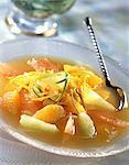 Soupe de fruits et de miel citron