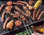 Barbecue-Grill mit Fleisch und Döner