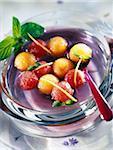 plat de pastèque et melon au sirop de violette