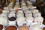 Vietnam, verschiedene Sorten von Reis im Markt