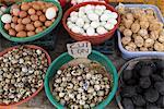 Sortierte Eier zum Verkauf im Markt