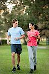 Junges Paar jogging auf Gras