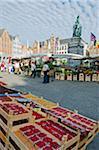 Europe, Belgium, Flanders, Bruges, monument to Pieter De Coninck & Jan Breydel, market in market square, old town, Unesco World Heritage Site