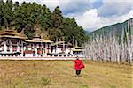 Moine à Kurjey Lhakhang, le dernier lieu de repos des restes des trois premiers rois du Bhoutan.
