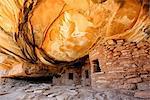 Aux États-Unis, Utah, ruine de toit tombé cliff logement.