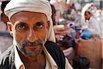 Yémen, Al Hudaydah, Bait Al Faqhi. Un homme au marché vendredi.