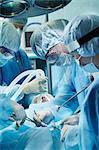Team von Chirurgen während des Betriebs