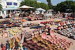Produits de poterie dans le marché à Houmt Souk, l'île de Djerba, en Tunisie, l'Afrique du Nord, Afrique