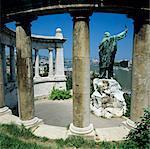 Monument de Gellert avec vue sur les rives du Danube et de la ville, la colline de Gellert, Budapest, Hongrie, Europe