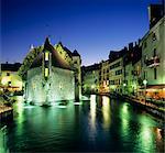 Canal et Palais de l'Ile à la tombée de la nuit, Annecy, lac d'Annecy, Rhone Alpes, France, Europe