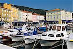Le port, la ville de Cres, Cres Island, baie de Kvarner, Croatie, Adriatic, Europe