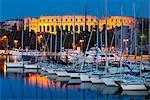 Crépuscule sur la marina et le Roman Amphitheatre, Pula, Istrie, Croatie, Adriatic, Europe