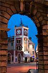 Trg Marsala Tita (place principale), au crépuscule, Rovinj, Istrie, Croatie, Europe