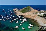 Bucht voller Vergnügen Boote, Sa Tuna, in der Nähe von Begur, Costa Brava, Katalonien, Spanien, Mittelmeer, Europa