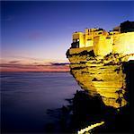 Haute Ville am Rand der Klippe in der Abenddämmerung, Bonifacio, Südkorsika, Korsika, Frankreich, Mediterranean, Europa