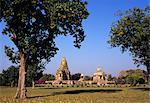 Les jardins du groupe occidental de temples hindous à Khajuraho, patrimoine mondial UNESCO, Madhya Pradesh, Inde, Asie