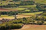 Donnant sur le paysage de la Bourgogne et le village de Saint Pere de Vézelay, Bourgogne, France, Europe