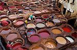 Hommes à travaillent dans les Tanneries, Médina, Fès, Maroc, Afrique du Nord, Afrique
