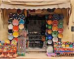 Töpferei-Shop mit bunten Keramik, Marrakesch, Marokko
