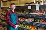Lebensmittelladen mit Produkten zum Verkauf stehend