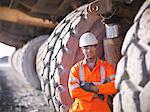 Travailleur permanent par camions dans le charbon, mine