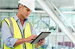 Ingenieur verwenden digitale Tablet in office