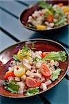 Tartare d'espadon avec des grains de poivre roses et de jus de citron de Menton