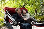 USA, New York City, couple Mature en transport dans Central Park, Manhattan, Central Park
