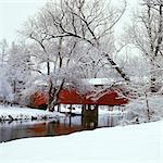 BOGART'S BRIDGE ROT GEDECKTE BRÜCKE MIT SNOWY LANDSCHAFT LEHIGH VALLEY, PENNSYLVANIA