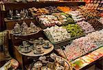 Süßigkeiten und Tee-Sets zu verkaufen