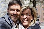 Lächelnde Gesichter Paare hautnah