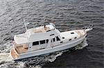 Paar auf Motorboot, Luftbild