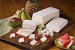 Blanco fromage avec craquelins et melon d'eau