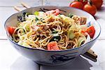 Salade de nouilles au thon, poireaux et tomates (Asie)