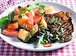 Côtelette de porc grillé avec salade de melon