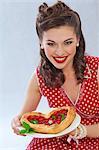 Un gril de style rétro avec un gâteau en forme de cœur de pâte feuilletée