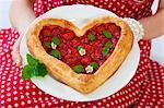 Tarte feuilletée aux fraises en forme de coeur