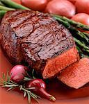 Tranches de Steak avec asperges et pommes de terre