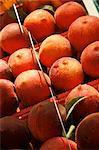 Peaches organiques exposée au marché fermier