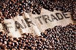 Kaffeebohnen auf einen Jute-Sack mit Schreiben