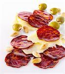 Chorizo, fromage, amandes et olives (Espagne)