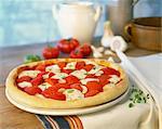 Tomaten und Mozzarella pizza