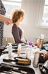 Salon de coiffure sur le client