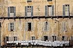Gros plan de la ligne de lavage sur l'ancien bâtiment