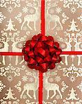 Weihnachts-Geschenkpapier und Bogen.