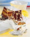 Zutaten und ein Marmor-Kuchen