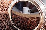 Eine Reflexion über eine Kaffeetasse