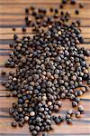 Grains de poivre noirs