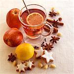 Thé chaud avec des citrons